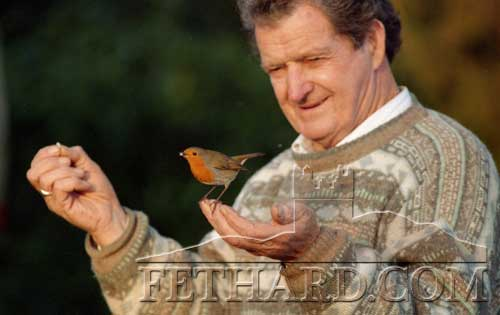 The late Jimmy Roche pictured feeding wild birds outside his home in Ballinard. Over the years, Jimmy built up a trusting relationship with the birds in his garden who ate from his hand.