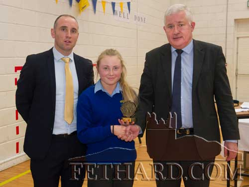 Megan Coen, Fethard, receiving the Patrician Presentation Ladies Sports Award 2013-14 from Mr John Palmer, AIB Fethard, sponsors of the award, and special guest, Eoin Kelly (left).